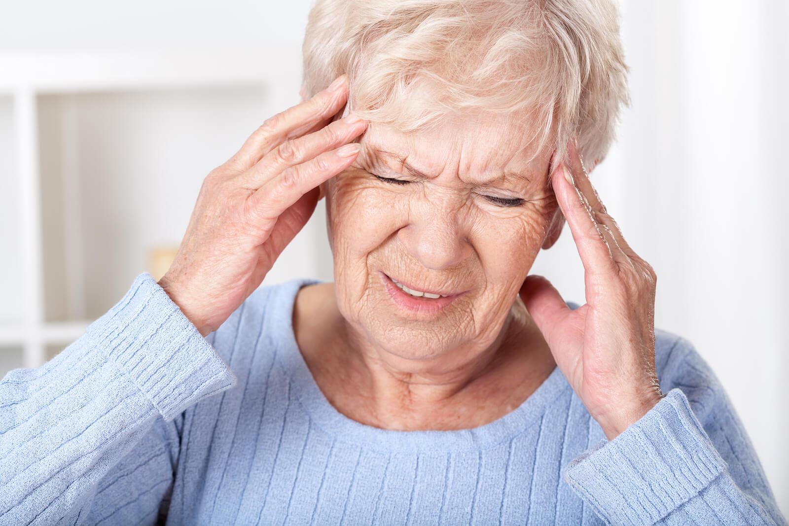 Chronic Headaches May Signal Loss of Brain Tissue